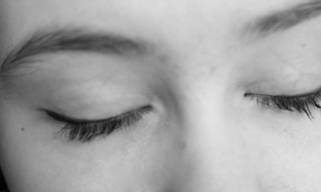 4 Steps for Treating Dry Skin around Your Eyes