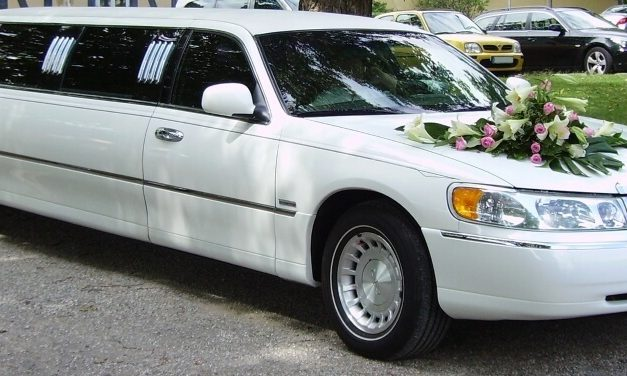 Wedding Limo Rental Services: Lower Your Wedding Expenses